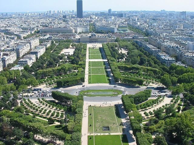 Picnic at Eiffel Tower - Champ de Mars
