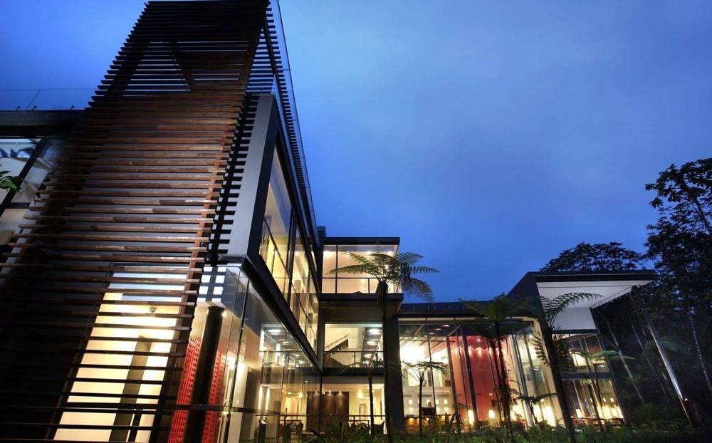 Mashpi lodge a spectacular ecuador eco lodge for Hotel luxury quito