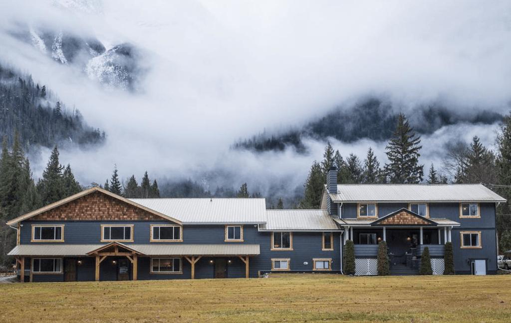 Luxury Accommodation Bella Coola – Eagle Lodge