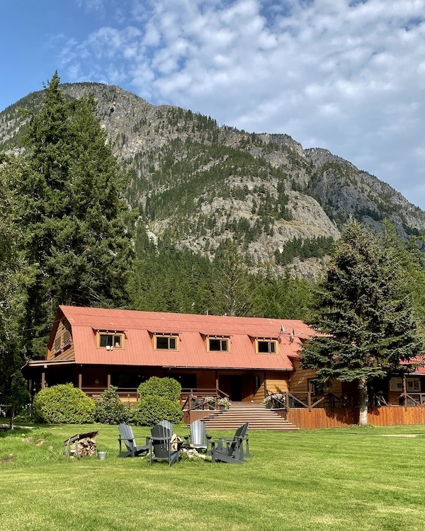 Tweedsmuir Park Lodge – Grizzly Bear Tours